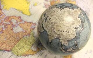 Чим відрізняється глобус від карти