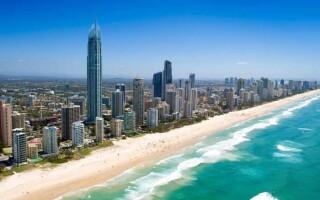 Які океани і моря омивають береги Австралії?