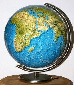 Зображення земної поверхні на глобусі і картах