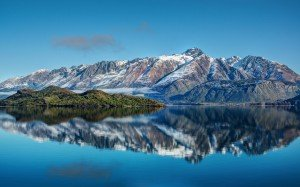 spectacular_mountain_lake-wide